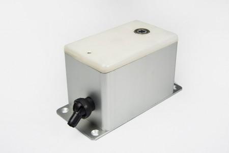 Zwijacz natynkowy na linkę stalową do 100kg w obudowie ALU
