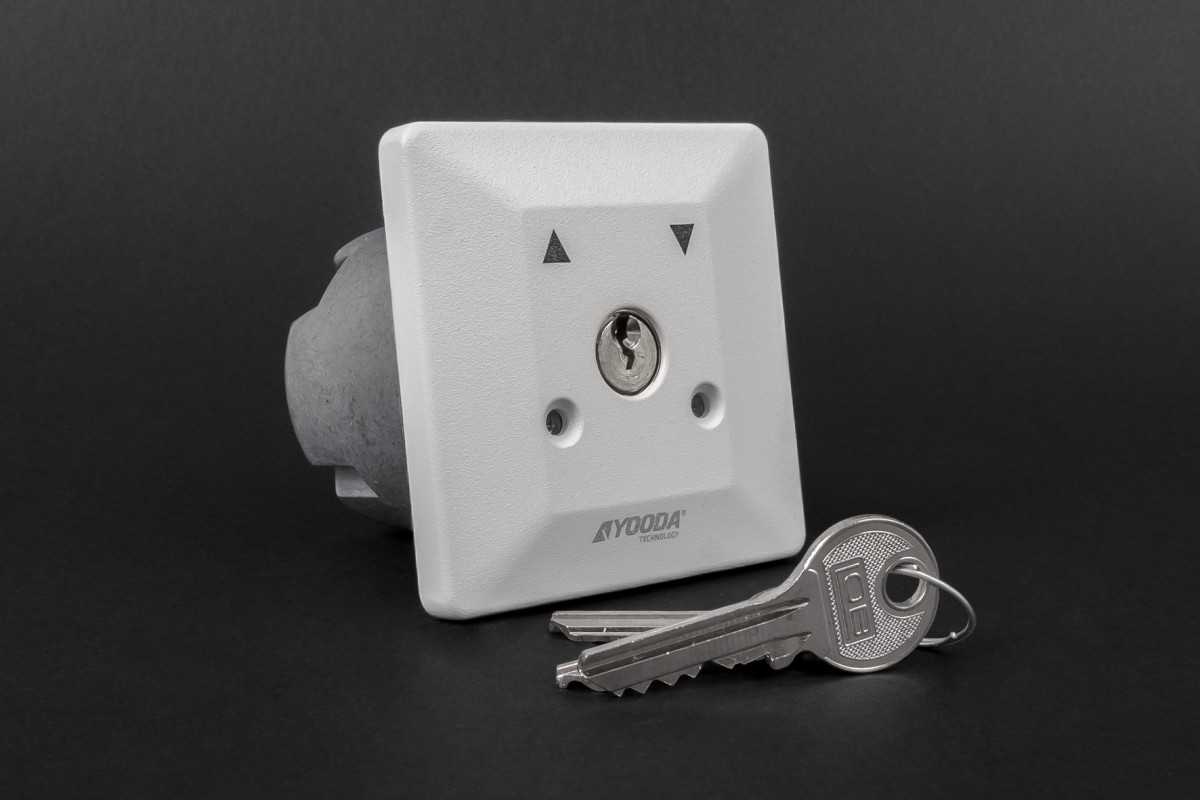 Latching key switch, flush mounted
