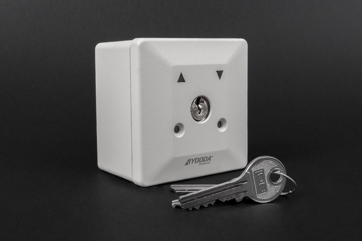 Przełącznik kluczykowy natynkowy, stabilny