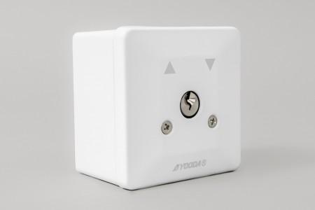 Przełącznik kluczykowy natynkowy, uniwersalny, biały