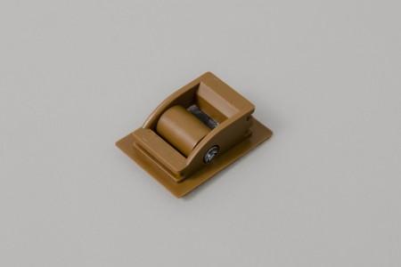 Prowadnica taśmy 14 mm ze szczotką do skrzynek PCV i ALU, złoty dąb