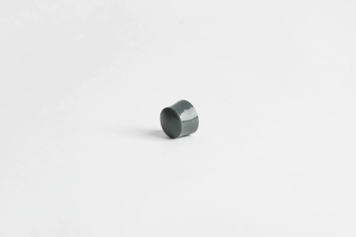 Kołek oporowy 13 mm z zaślepką, bazaltowy